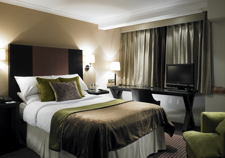 18.-Classic-Bedroom