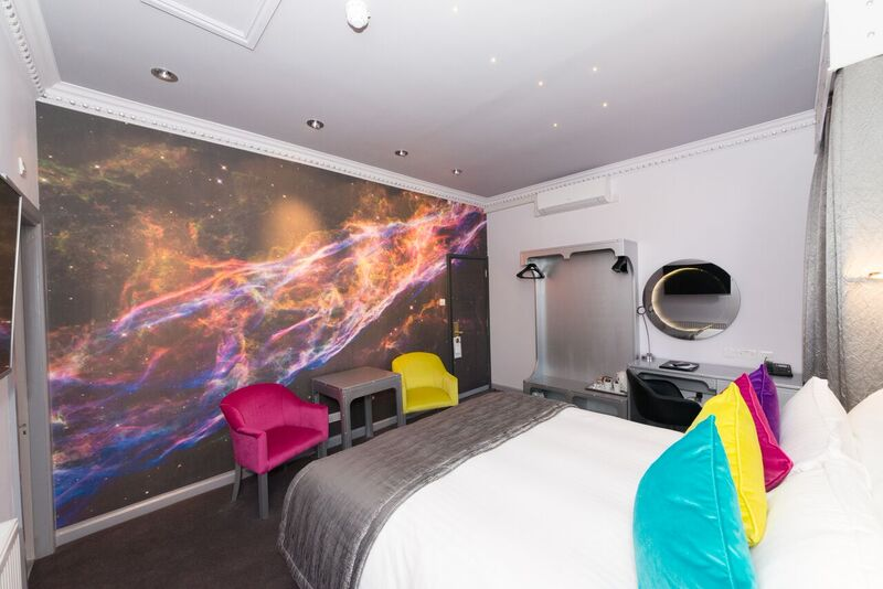 Space-Room-wall