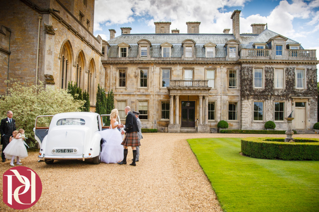 Bridal-car-outside-front-of-Hall