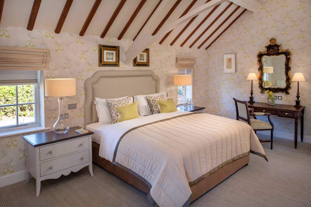 Foxhills-Club-and-Resort-Deluxe-Suite-Room-17-bedroom-shot-a