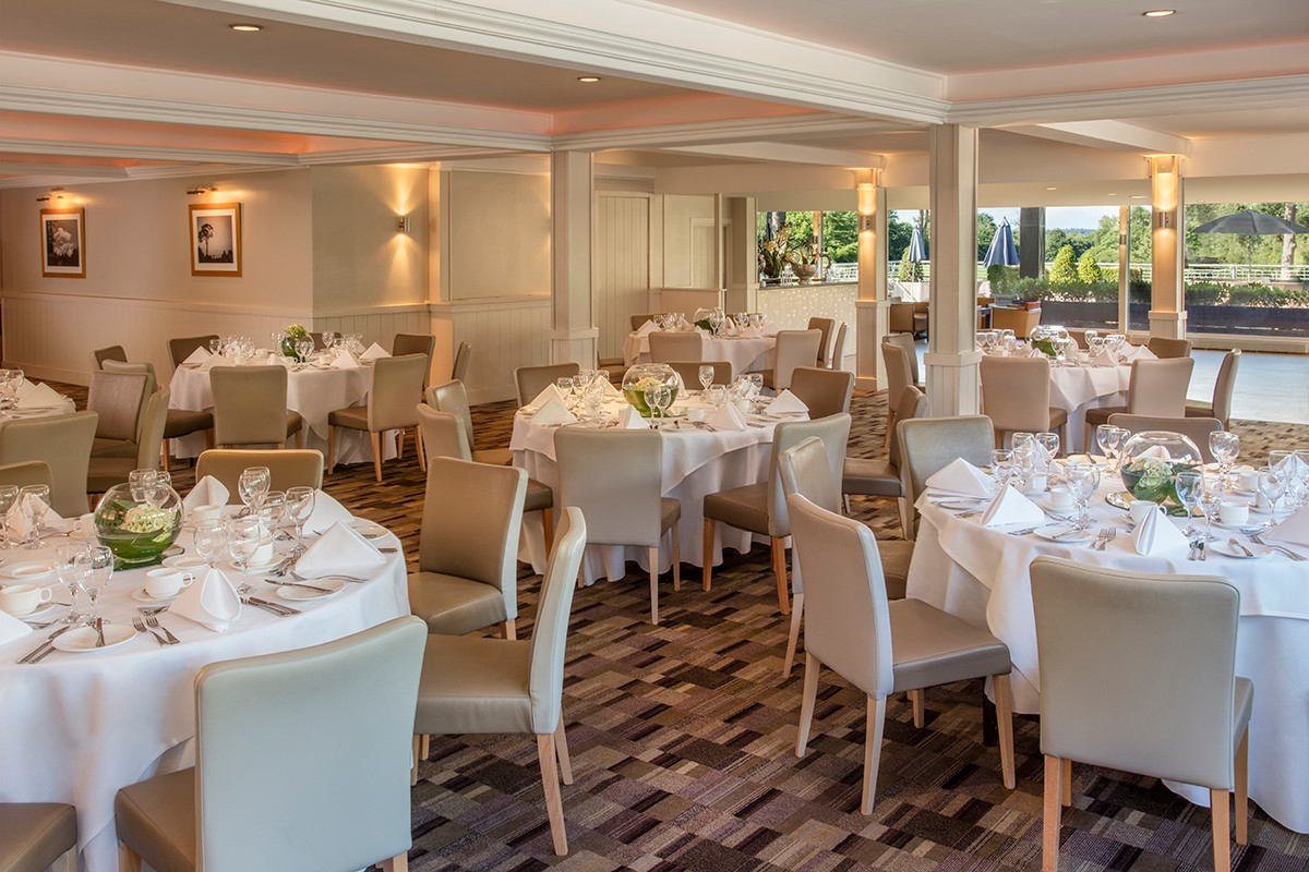 Foxhills-The-Clubhouse-dining-01