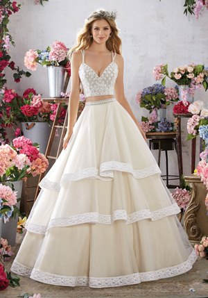 Perfect wedding dress for barn wedding venues