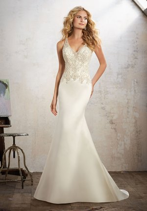 The ideal wedding dresses for hotel weddings