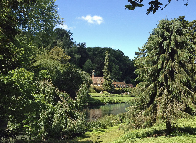 busbridge-lakes-wedding-reception-event-venue-gardens-in-surrey-coach-house-canal-lake-view