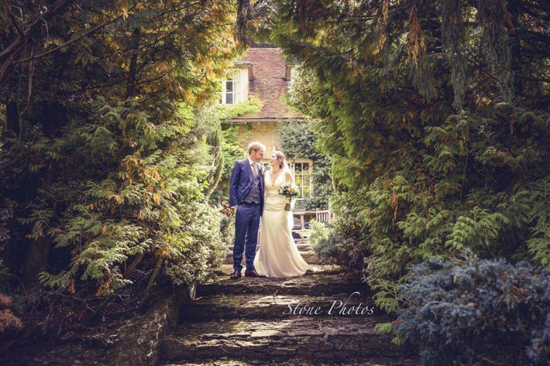 busbridge-lakes-wedding-reception-event-venue-gardens-in-surrey-couple-reception-lawn-steps-credit-stone-photos-wm