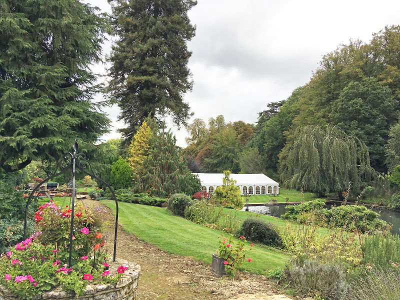 busbridge-lakes-wedding-reception-event-venue-gardens-in-surrey-marquee-clear-span-u3mb