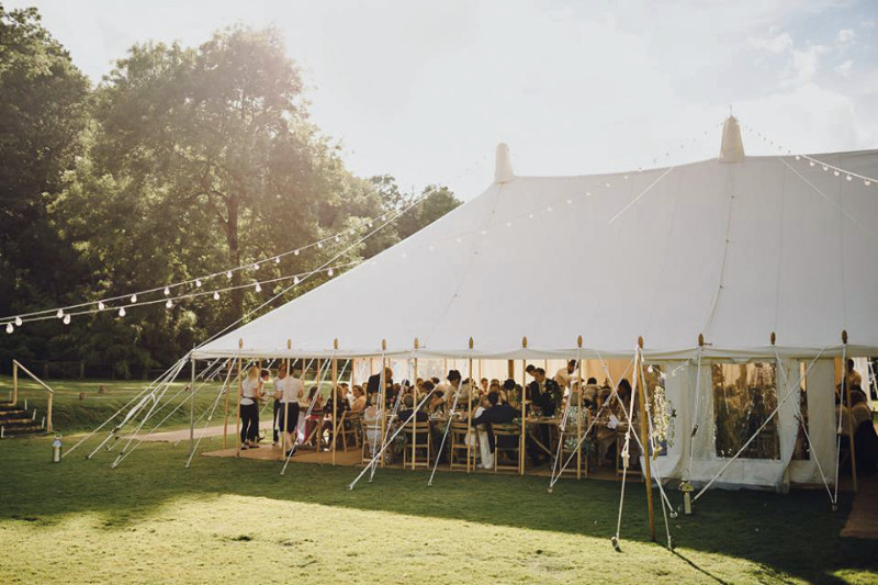 busbridge-lakes-wedding-reception-event-venue-gardens-in-surrey-marquee-pole-tent-credit-modern-vintage-weddings