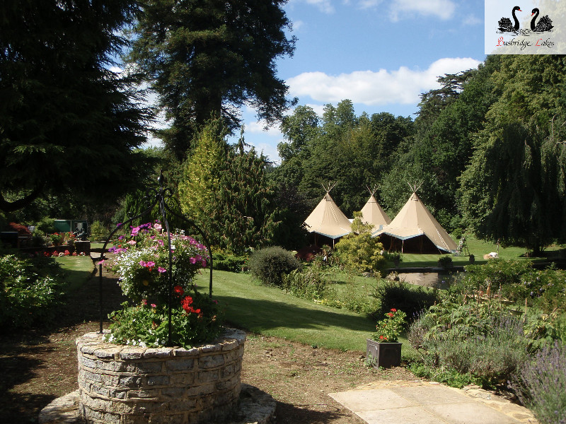 busbridge-lakes-wedding-reception-event-venue-gardens-in-surrey-tipi-3-hat-exterior-bllogo