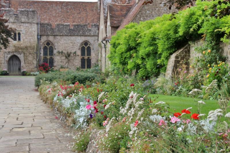 castle-gardens-flowers-lawn-driveway