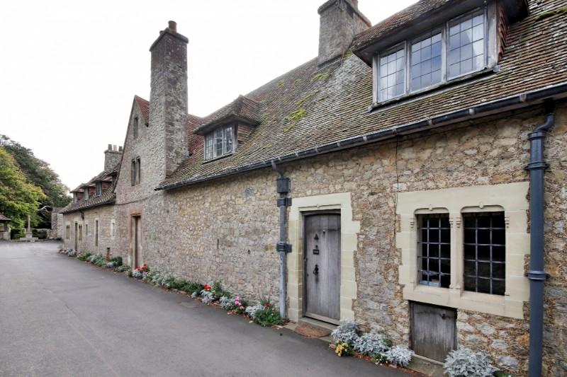 castlecottages-cottageentrance-cottagefrontelevation