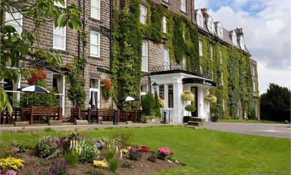 Hotel-Front-Summer